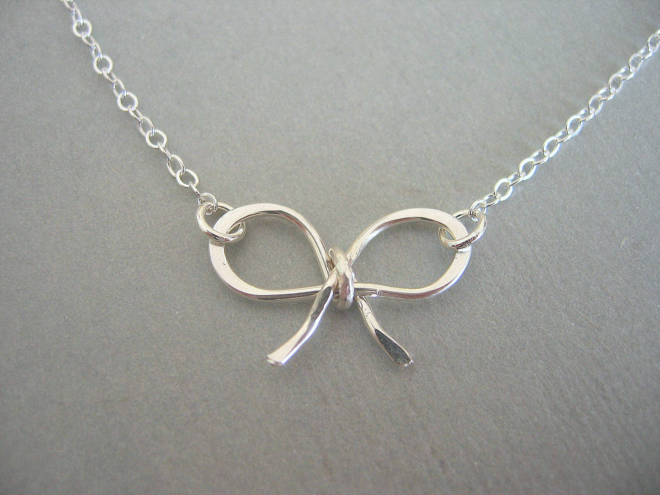 tiny bow beuniki necklace products img